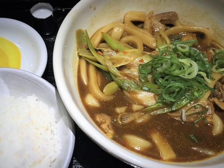 黒カレーうどん(800円)