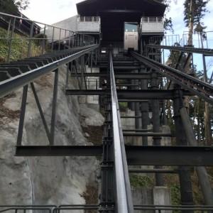 斜行エレベーター 身延山