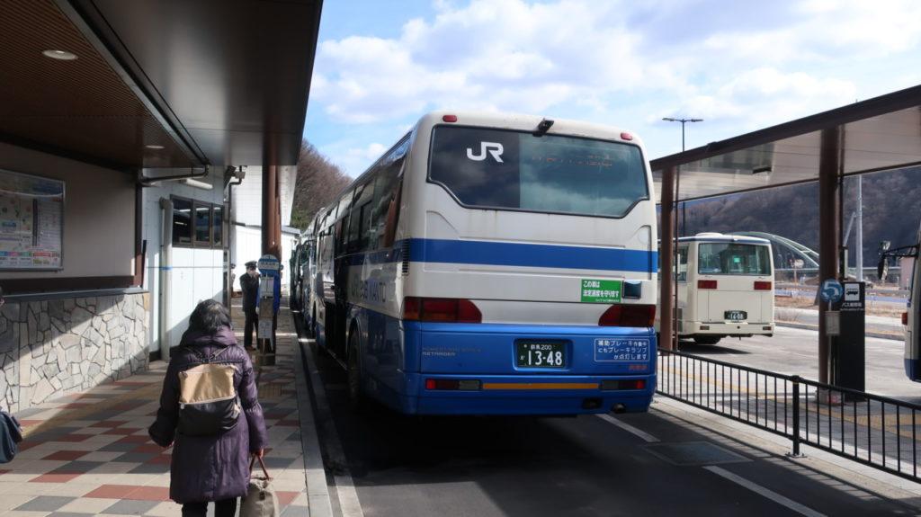 特急草津から草津温泉行きのバスに乗り換え