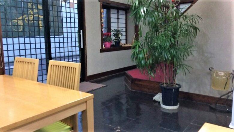 鳥常本店の内観