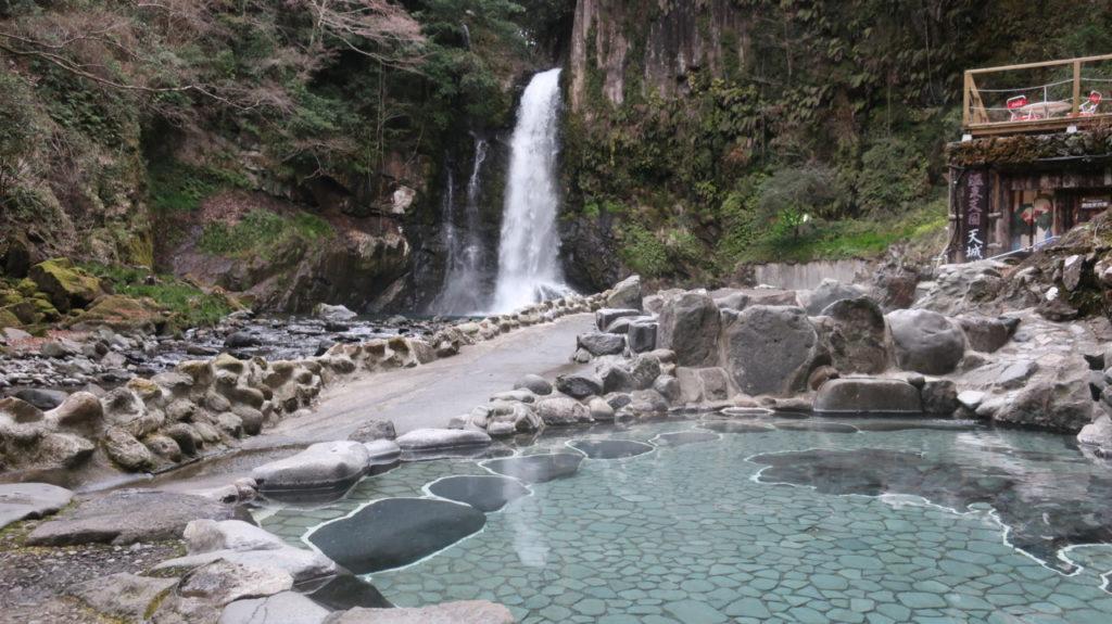 大滝を望む露天風呂