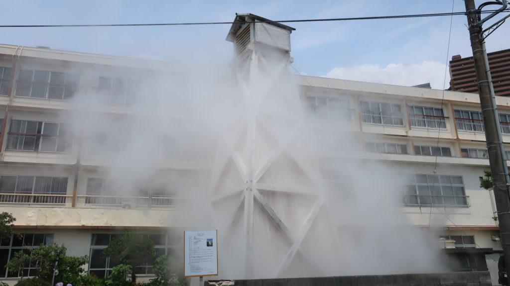 伊豆熱川駅前の温泉やぐら
