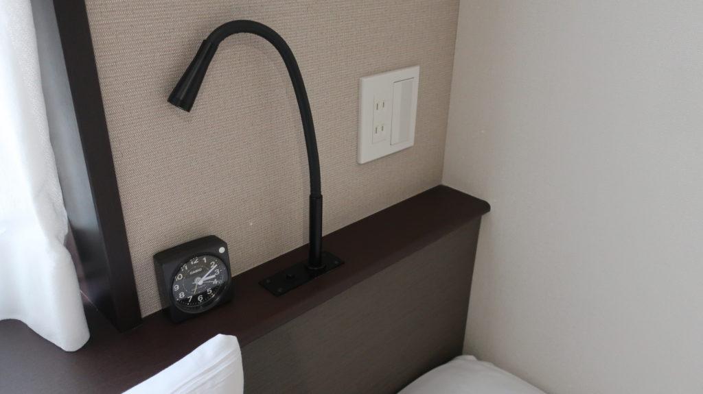 ホテル昭明館 枕もとにコンセント