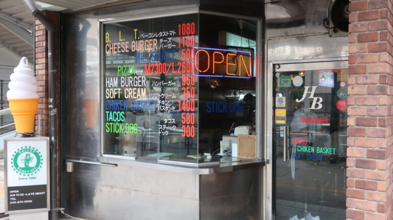 横須賀ネイビーバーガーの代表的なお店、HONEY BEE