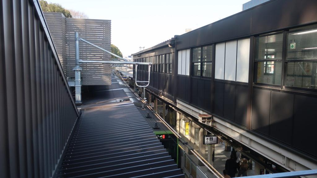 原宿駅新駅舎のホーム