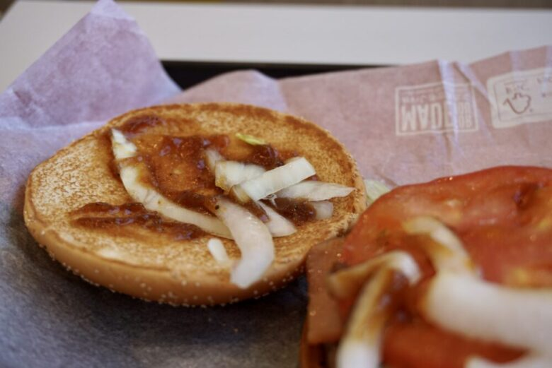 サムライマック炙り醤油風ベーコントマト肉厚ビーフ  ソース