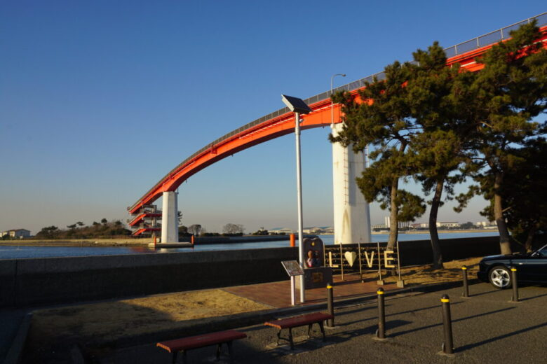 海を渡る日本一高い歩道橋である、木更津の中の島大橋