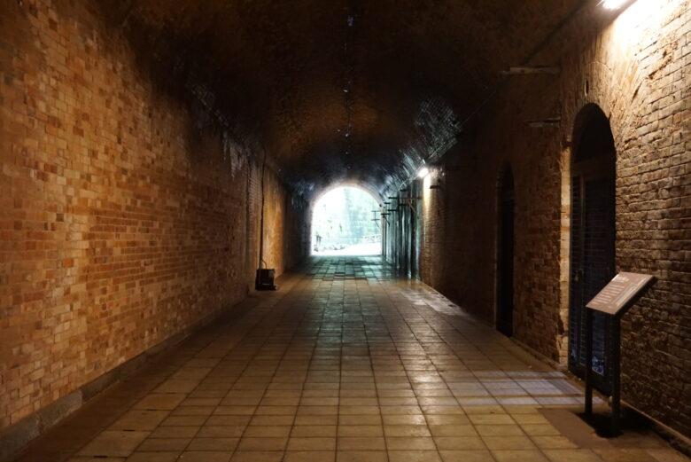 猿島、レンガのトンネルの内部