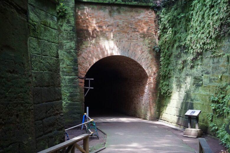 猿島、レンガのトンネル