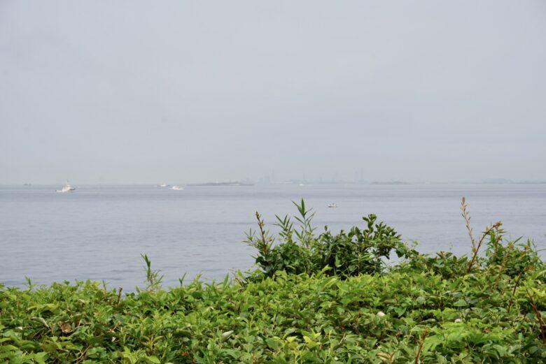 猿島から房総半島側を望む