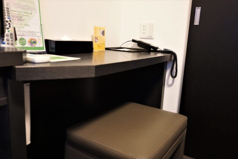 ドーミーイン三島 デスク、椅子