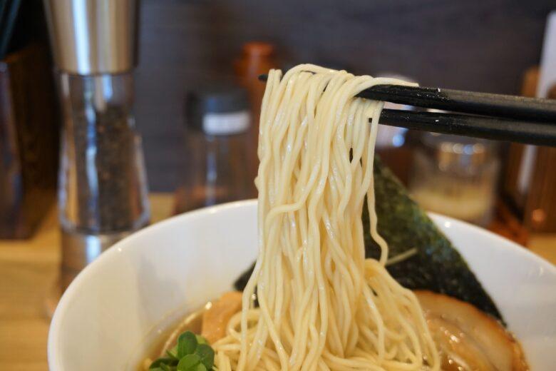 麺屋 琥珀 ストレート麺