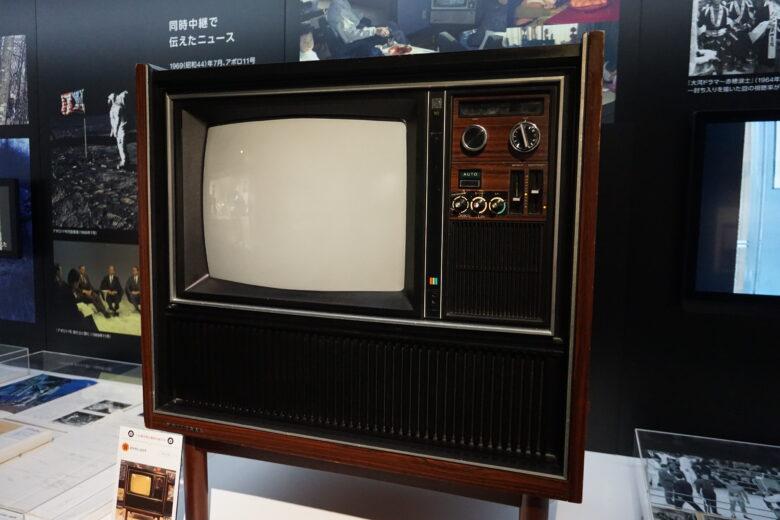 ナショナルの家具調テレビ